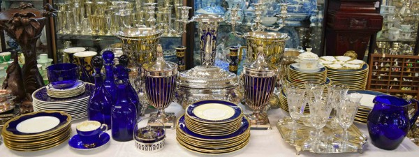 Antique-Vintge-Colbolt-Blue-New-Year-Table-Display_284