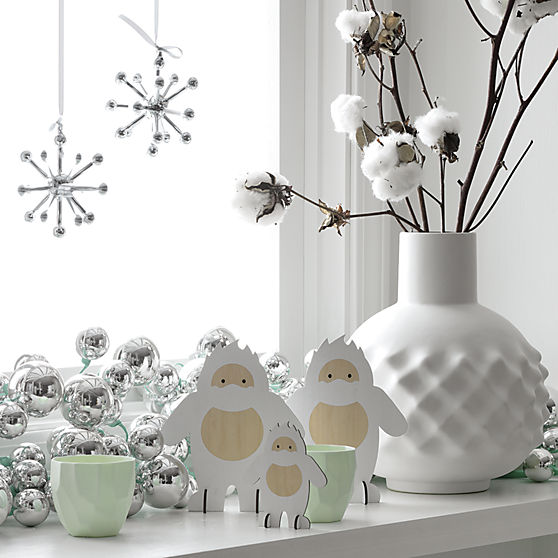 silver-ball-garland-with-mint