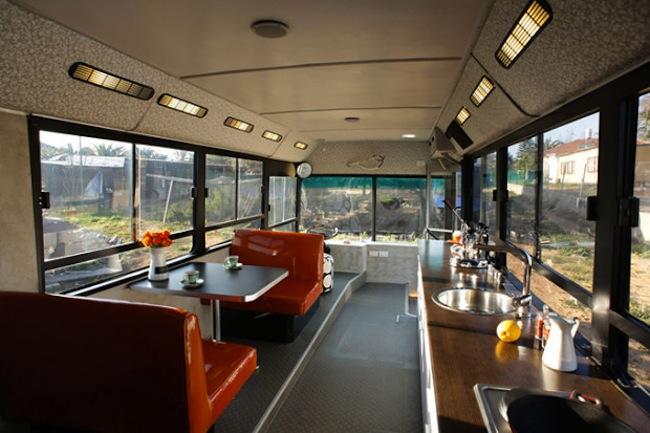 Sneakhype Israeli-Public-Bus-Transformed-Into-Luxury-Home-1-620x413