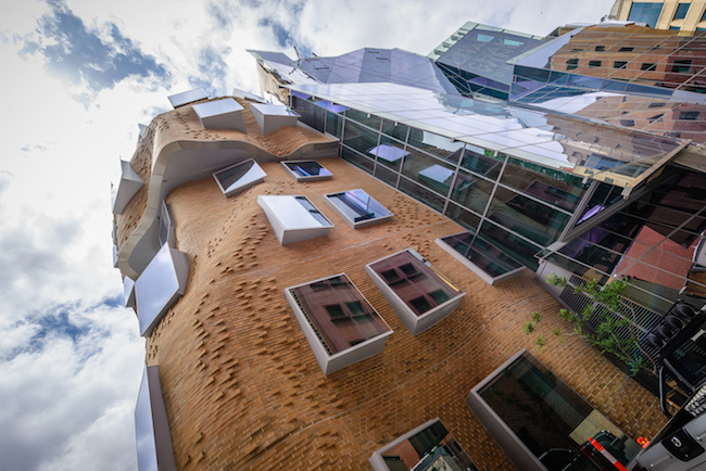 Frank_Gehry's_Dr_Chau_Chak_Wing_Building_(3)