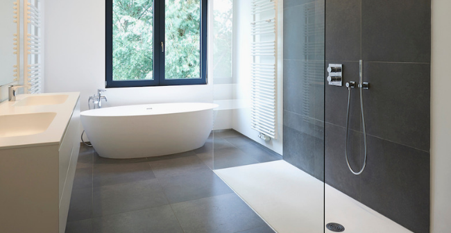 Stand alone tub glass shower